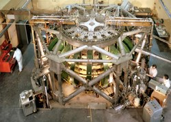 The Princeton Large Torus (PLT) experiment used neutral beam heating to achieve then-record plasma temperature of 60 million degrees Celsius in 1978. (Click to view larger version...)